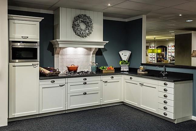 Overige showroomkeuken klassieke keuken showroomkeuken in for Ouderwetse keuken te koop