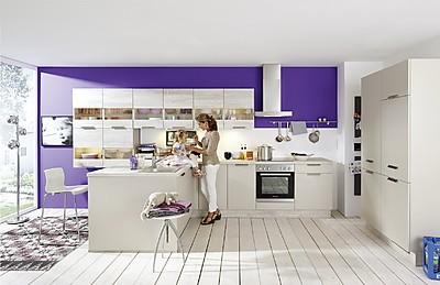 Gemütliche Küche in der Farbe Sand