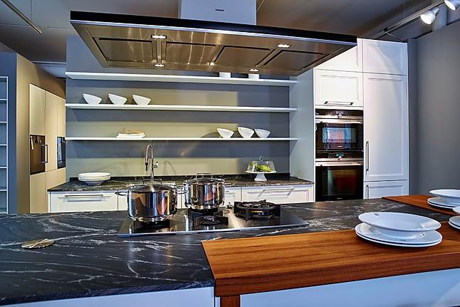 Eiland Keuken Aanbieding : Schüller Showroomkeuken Moderne landelijke keuken met