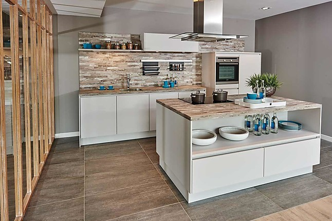 Keukeneiland T Opstelling : Overige showroomkeuken keukeneiland showroomkeuken in nunspeet