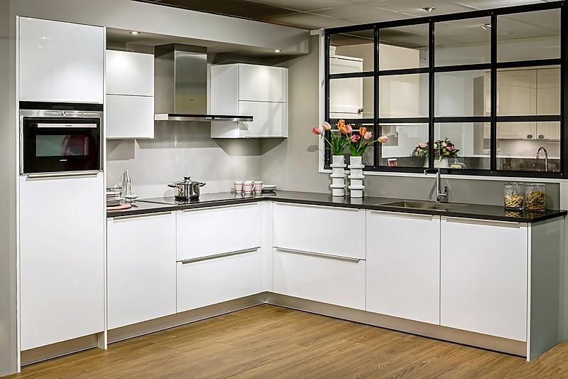 Schmidt keuken type moon badkamer en tegels artsmedia for Cocinas schmidt vitoria