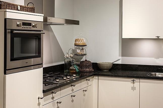 Poggenpohl Keuken Aanbieding : Landelijke keuken: showroomkeuken in Goes van Pelma Keukens b.v