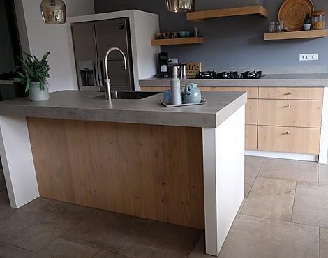 Massief Houten Keuken : Showroomkeukenbeurs massief houten keuken in de uitverkoop