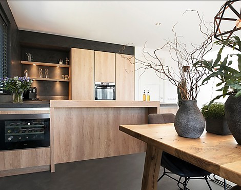 Project Nieuwkoop - Wood and Dark Concrete design