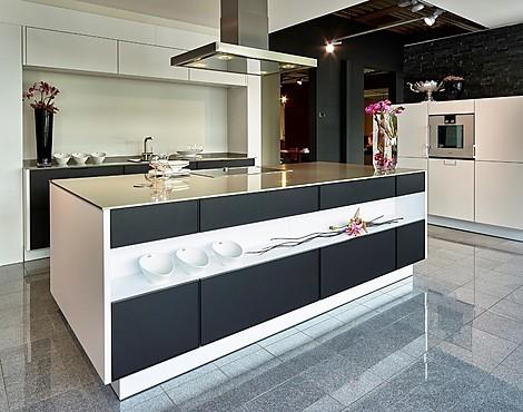 Showroomkeukenbeurs: showroomkeuken met kookeiland