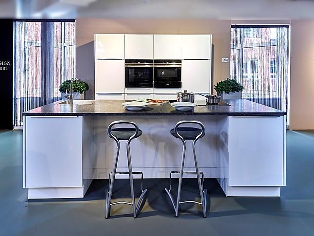 Schüller showroomkeuken elegante keuken met kookeiland