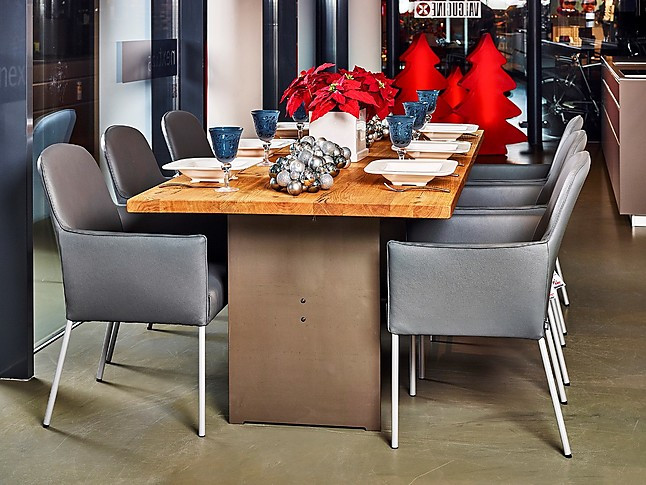 Eettafels lederen stoelen en tafel dana eiken met rvs onderstel