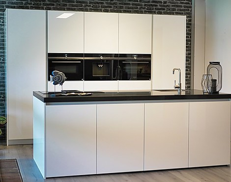 DesignKeuken greeploos vol met Siemens - Edition (direct lak)