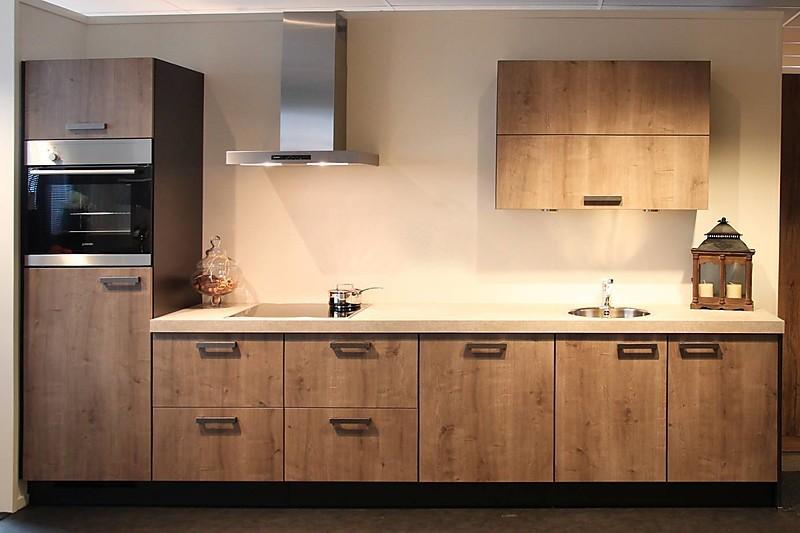 ... Rechte keuken: showroomkeuken in Rijssen von Adee Keukens