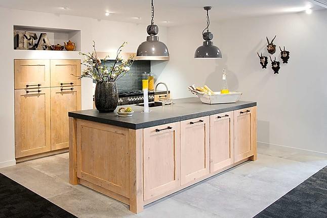 Sanitair Van Hout : Overige showroomkeuken houten keuken showroomkeuken in sint