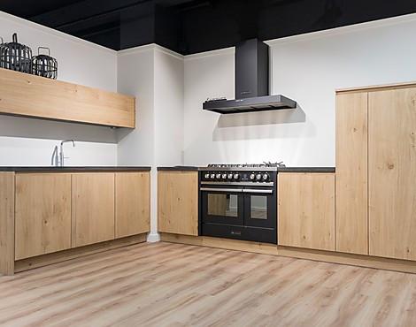 Wonderbaarlijk Showroomkeukenbeurs: Massief houten keuken in de uitverkoop DL-31