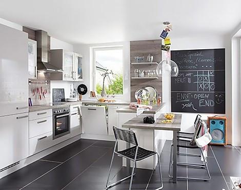 Showroomkeukenbeurs keuken met hoogglans fronten in de for Zelf keuken samenstellen
