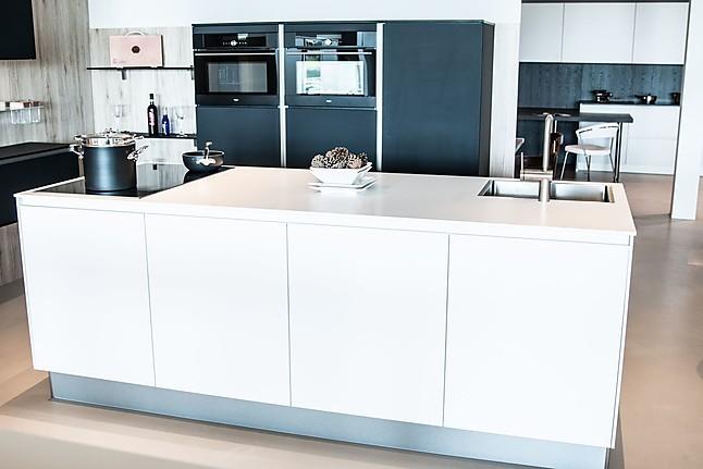 Overige showroomkeuken mat zwarte en witte keuken showroomkeuken