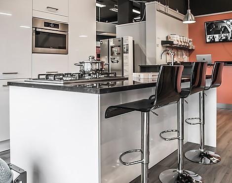 Hoogglans Wit Keuken : Showroomkeukenbeurs keuken met hoogglans fronten in de uitverkoop