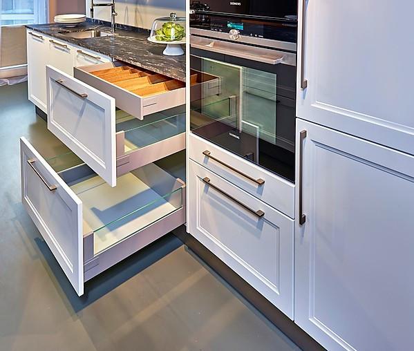 Sch ller showroomkeuken moderne landelijke keuken met eiland showroomkeuken in nordhorn van - Prijzen bulthaup b ...
