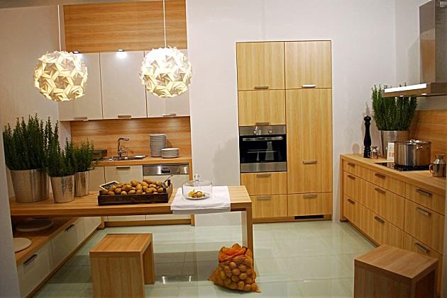 Hoogglans keuken met houten elementen interieur meubilair idee n - Meubilair outdoor houten keuken ...