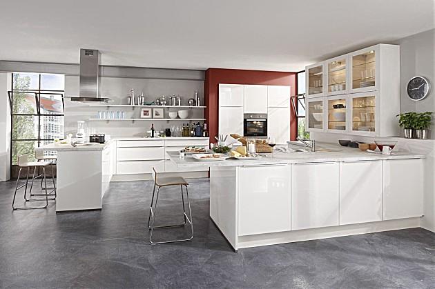 Kleur Muur Hoogglans Witte Keuken : grotere ruimtes witte keuken met hoogglans fronten bij witte keukens