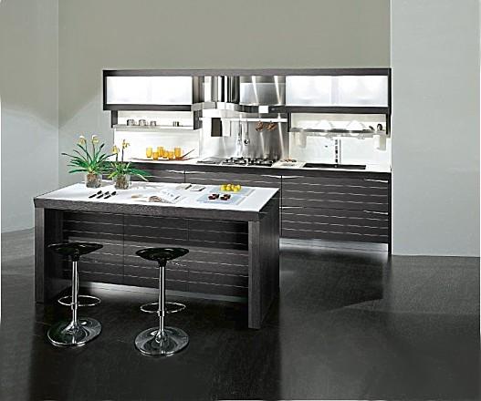 Keukeneiland Bar : Rechtlijnige keukenwand met keukeneiland als bar.