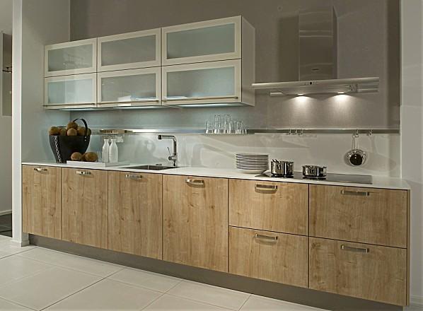 Keuken Grijs Met Hout : Moderne houten keuken met lichte eiken fronten gecombineerd met dunne