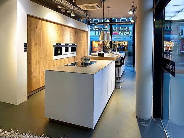 Next125 Keuken Prijzen : Overige showroomkeuken mooie grote eilandkeuken next