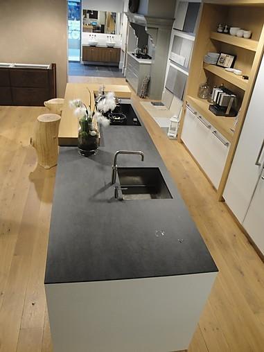 Overige showroomkeuken handgemaakte moderne greeploze keuken wit in combinatie met eiken - Model keuken wit gelakt ...