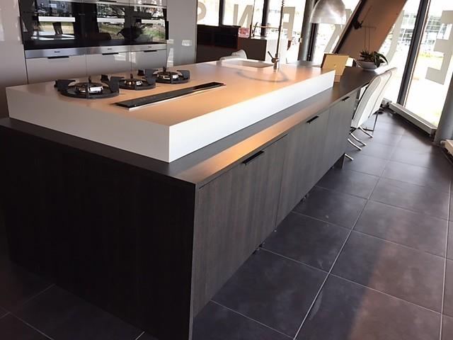 Italiaans Design Keuken : Cesar keukens showroomkeuken italiaans design showroomkeuken in