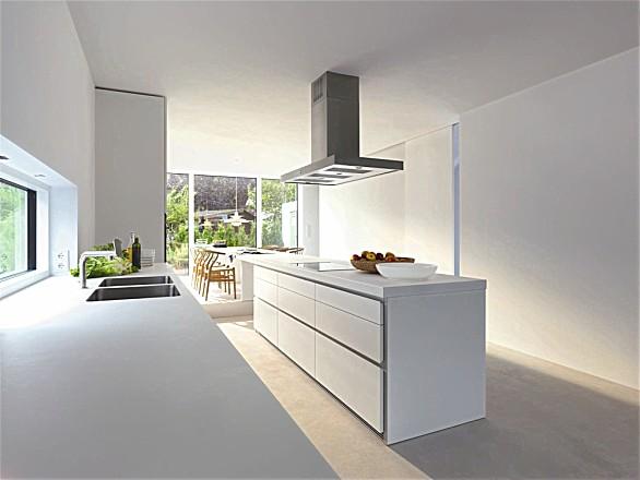Greeploze design keuken b1 wit met eiland en eetbar (bulthaup)