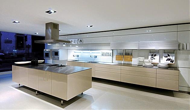 ... design keuken b3 met kookeiland in hoogglans beige (bulthaup