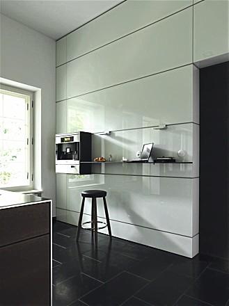 Multifunctionele wand van de design keuken b3 hoogglans wit (bulthaup)