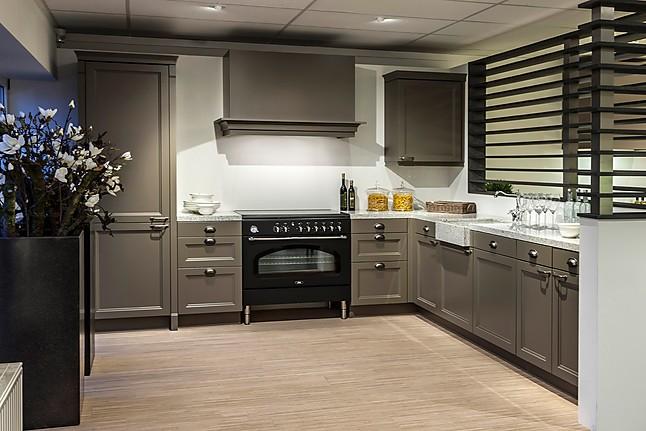 Keuken Kleur Taupe : Hoekkeuken: showroomkeuken in Kesteren van Avanti Keukens b.v