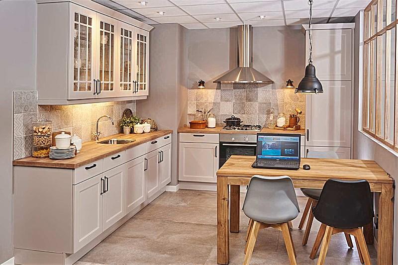 Poggenpohl Keuken Aanbieding : Overige-Showroomkeuken Landelijke keuken: showroomkeuken in van