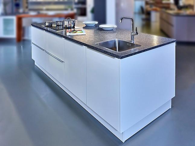 Schuller Showroomkeuken Elegante Keuken Met Kookeiland Showroomkeuken In Nordhorn Van Kuchenland Ekelhoff