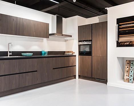 Keukenkast Zonder Greep : Showroomkeukenbeurs greeploze keukens in de uitverkoop