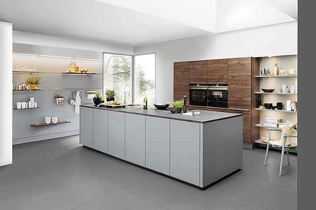 Nolte showroomkeuken mooie keuken combinatie van grijs met hout