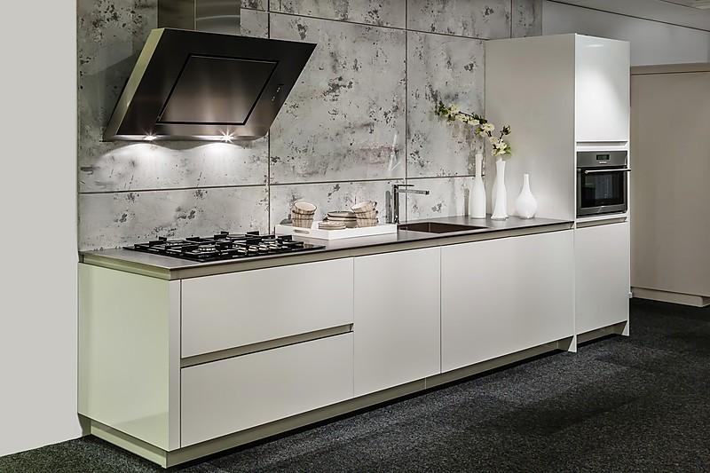 ... Moderne keuken: Ausstellungsku00fcche in Goes von Pelma Keukens b.v
