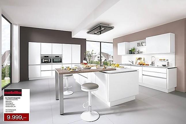 Nobilia showroomkeuken witte greeploze keuken met kookeiland