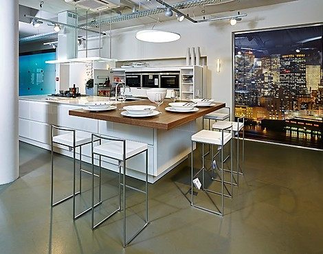 Hoogglans Grijs Keuken : Showroomkeukenbeurs keuken met hoogglans fronten in de uitverkoop