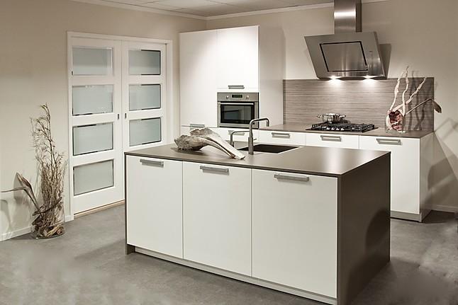 Keukeneiland T Opstelling : Overige showroomkeuken keuken met keukeneiland showroomkeuken in