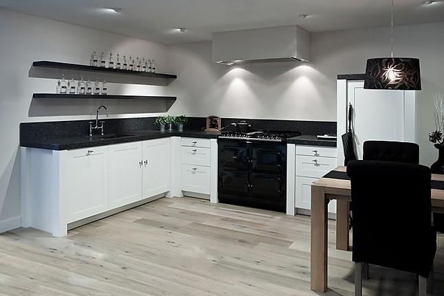 Overige showroomkeuken witte keuken showroomkeuken in rijssen van adee keukens - Witte keuken voorzien van gelakt ...