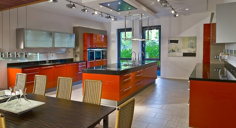 Moderne zwart witte keuken in l vorm