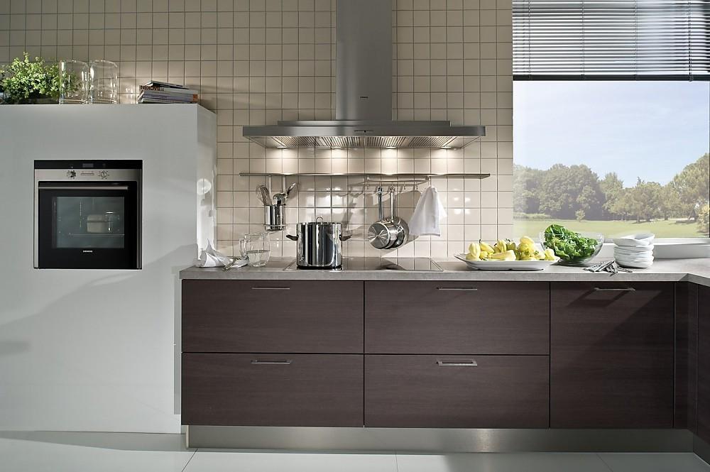 Moderne Keuken Grijs : Moderne keuken met accenten in eiken