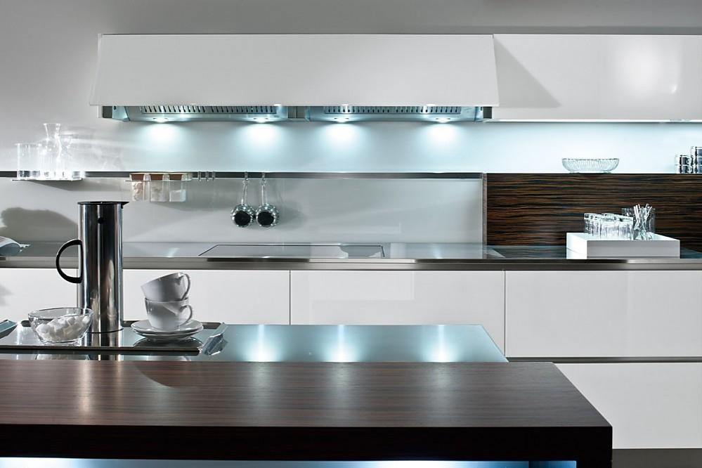 Wit keukenblok met mooie lichteffekten