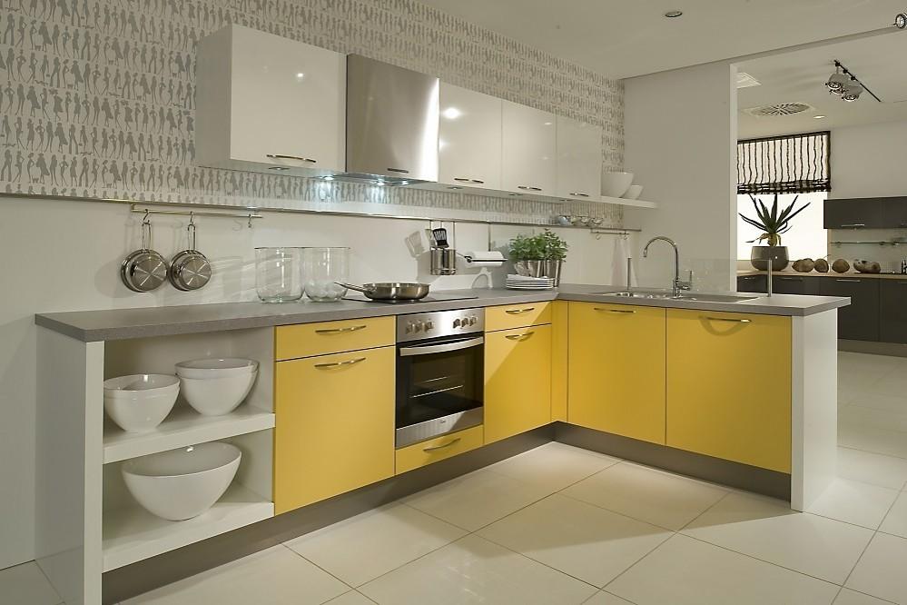 L vormige keuken mango geel met wit