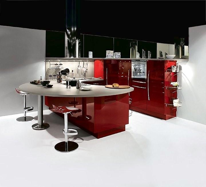 U keuken rood hoogglans gelakt - Keuken in u met bar ...