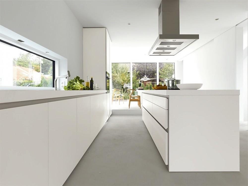Greeploze design keuken b1 met eiland in het wit