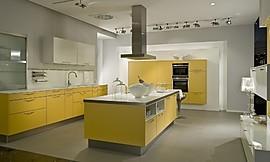 Gele Keuken 9 : L vormige keuken mango geel met wit