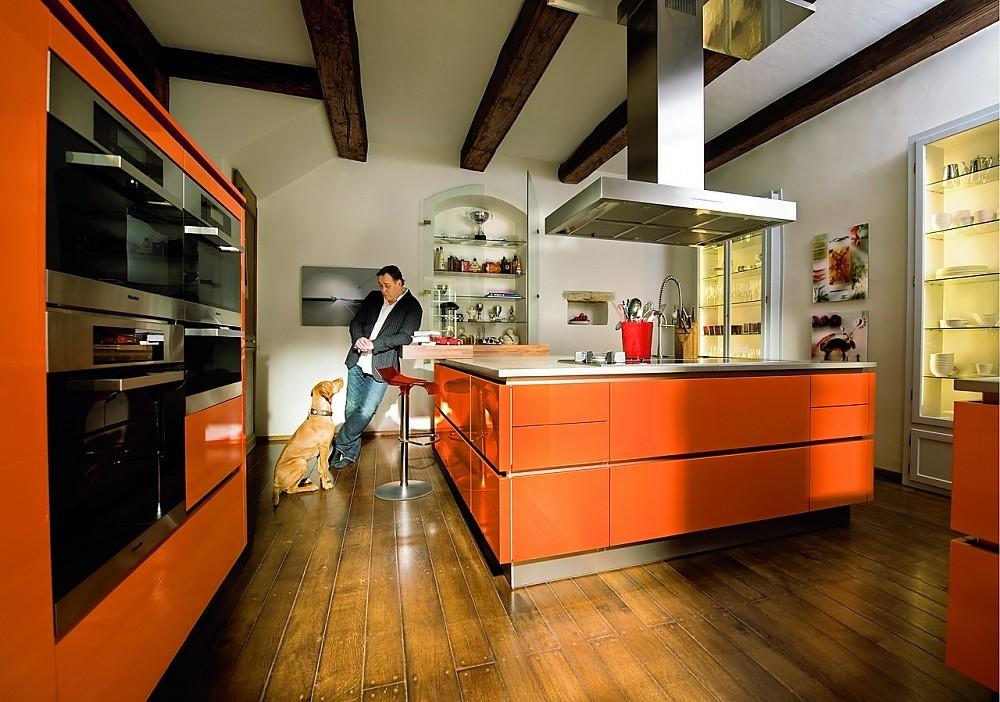 Hoogglans oranje - professionele privékeuken