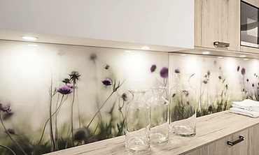 k chenr ckwand aus glas praktische gestaltungsidee. Black Bedroom Furniture Sets. Home Design Ideas