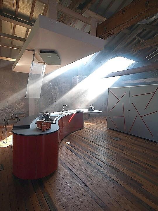 Design keuken alessi volo in hoogglans rood - Kleine keukenstudio ...