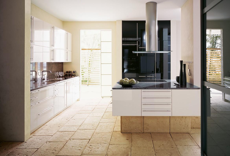 Forum bloesem wit hoogglans - Keuken wit en groen ...